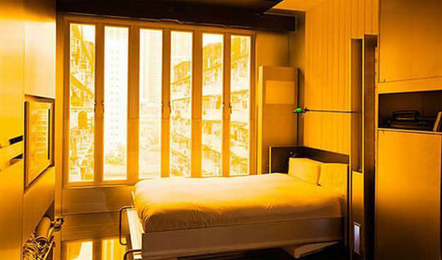 Компактная кровать в спальне