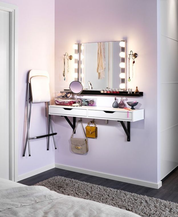 Подвесной туалетный столик в спальне