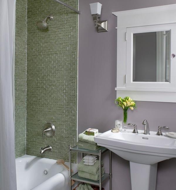 Раковина на пьедестале в ванной