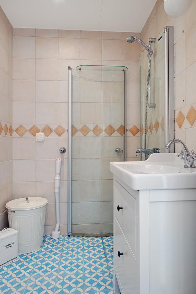 Ванная квартиры-студии на мансарде