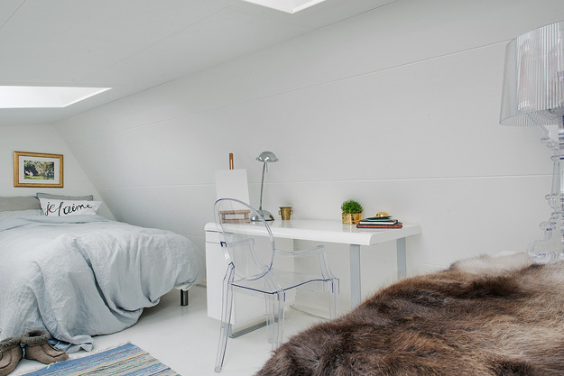 Кабинет квартиры-студии на мансарде