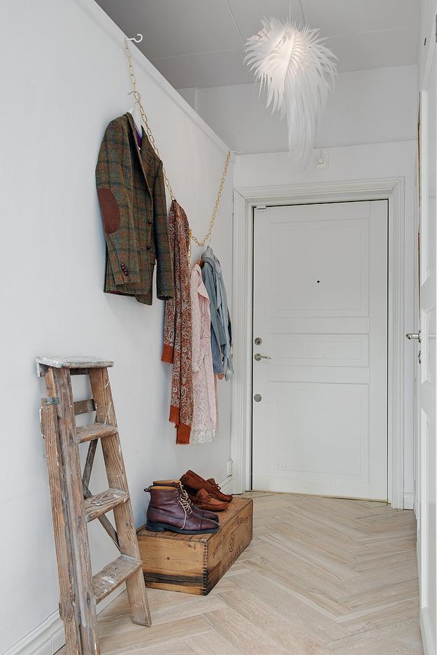 Прихожая квартиры-студии на мансарде