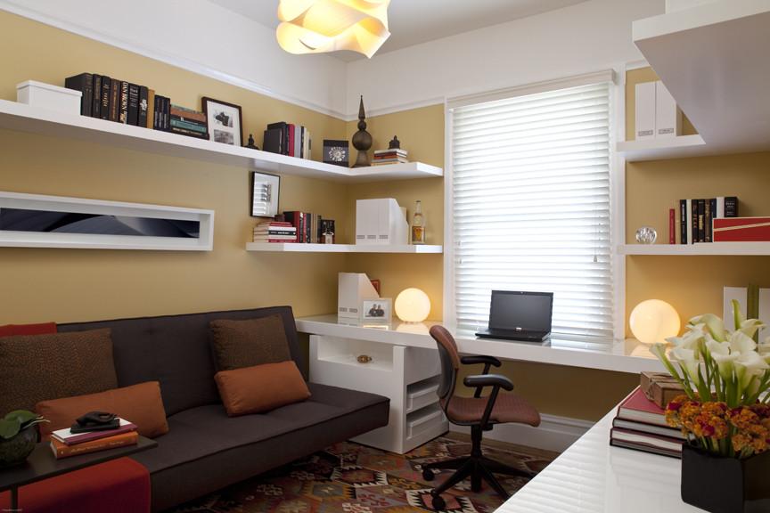 Диван в домашнем офисе