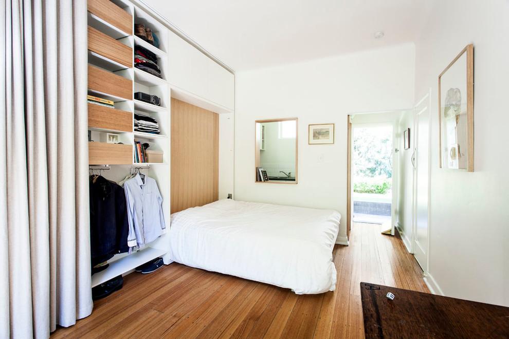 Откидная кровать в маленькой квартире-студии