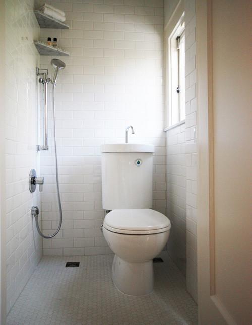 Компактная ванная в белом цвете