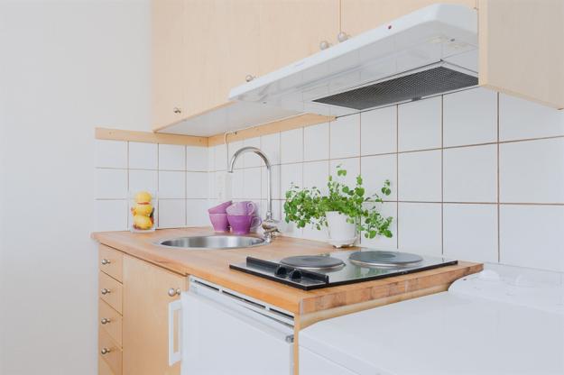 Двухконфорочная электрическая плита на кухне