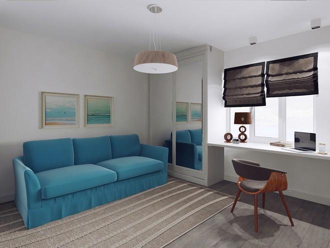 Яркий голубой диван в маленькой гостиной