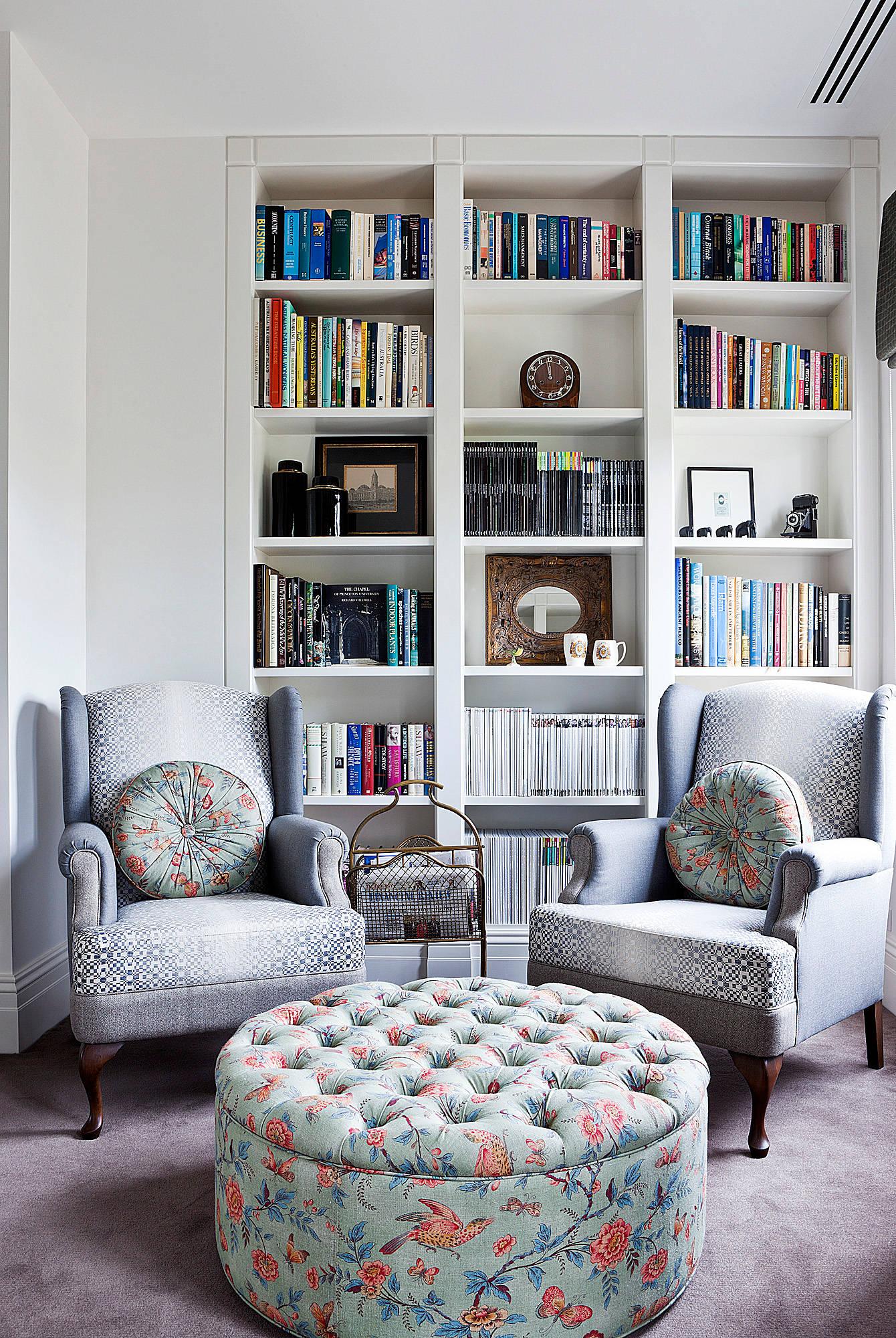 Два кресла в маленькой гостиной