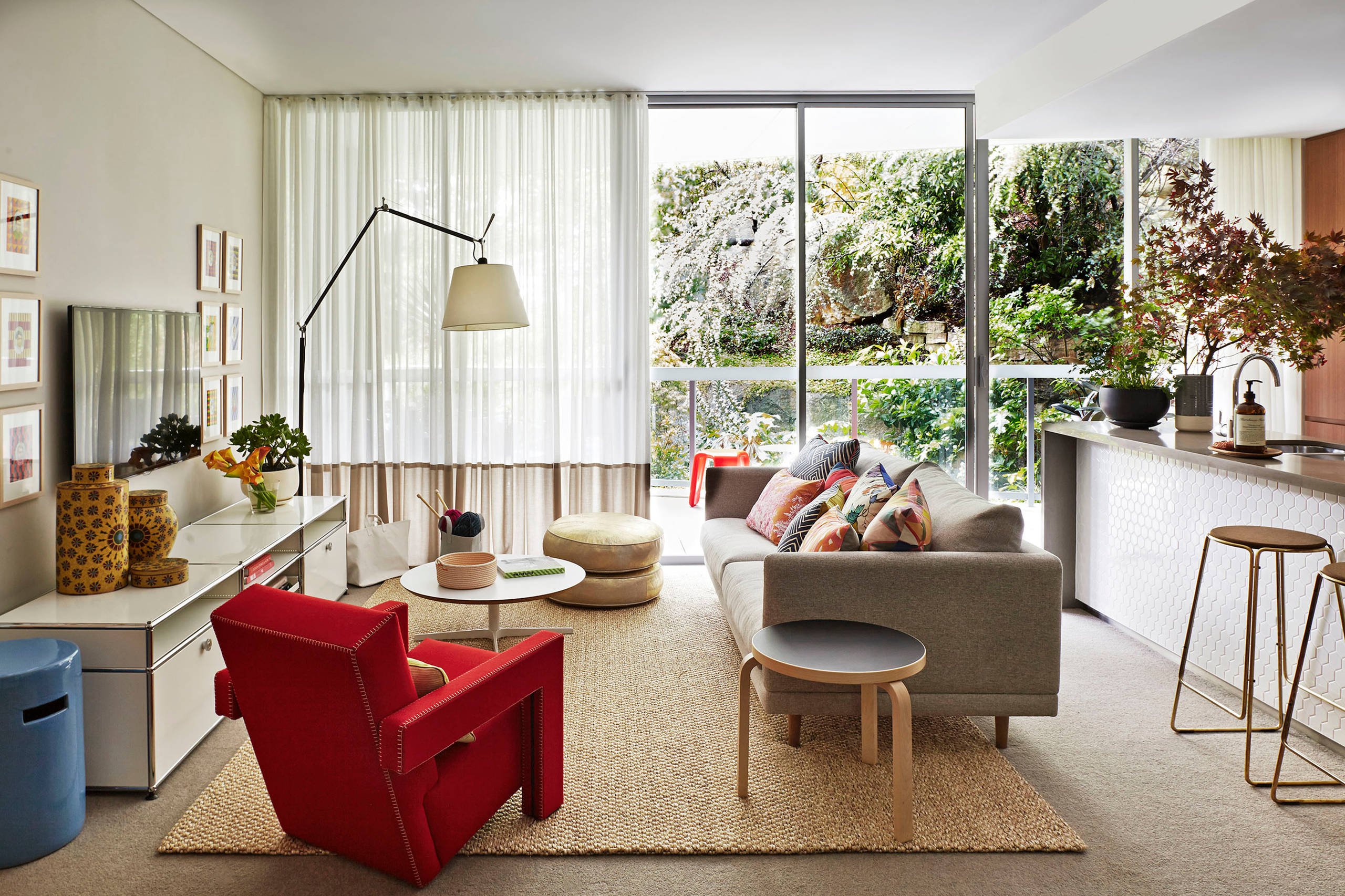 Дополнительные сидения в маленькой гостиной