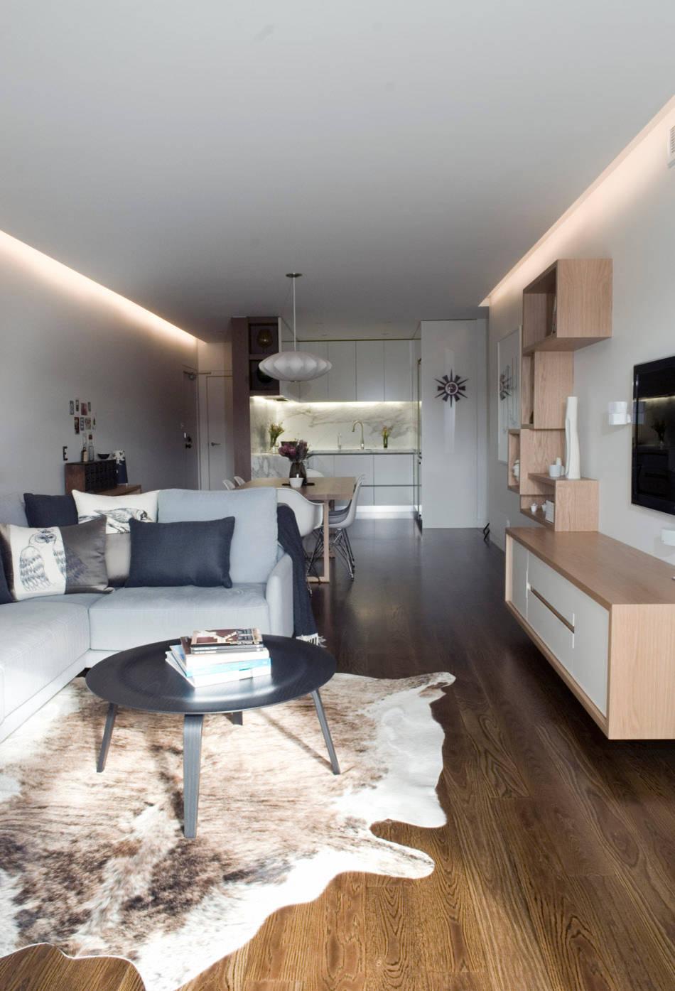 L-образный диван в маленькой гостиной