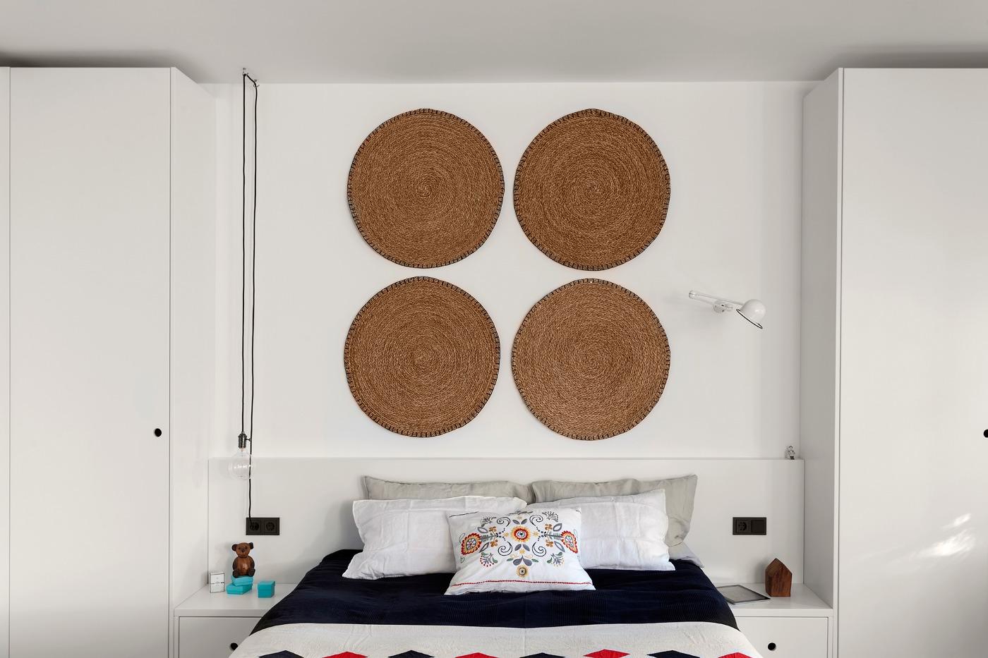 Оформление маленькой спальни в чёрно-белом цвете