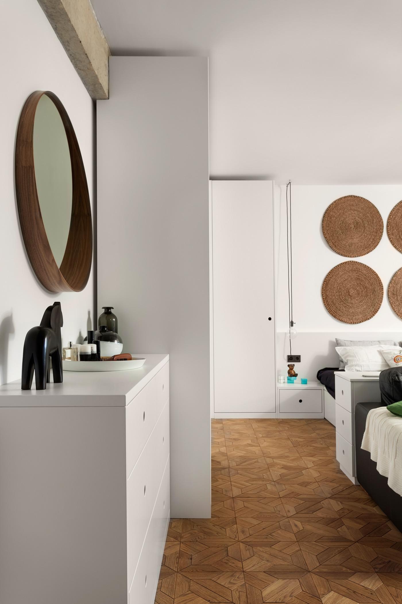 Оформление маленькой квартиры студии в чёрно-белом цвете - фото 5