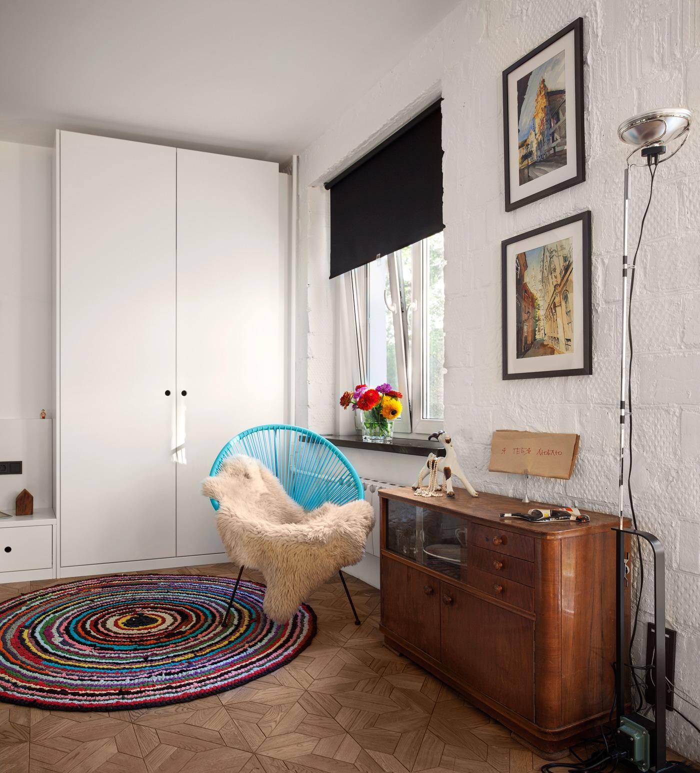 Оформление маленькой квартиры студии в чёрно-белом цвете - фото 4