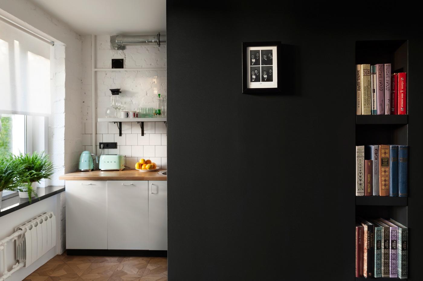 Оформление маленькой квартиры студии в чёрно-белом цвете - фото 7