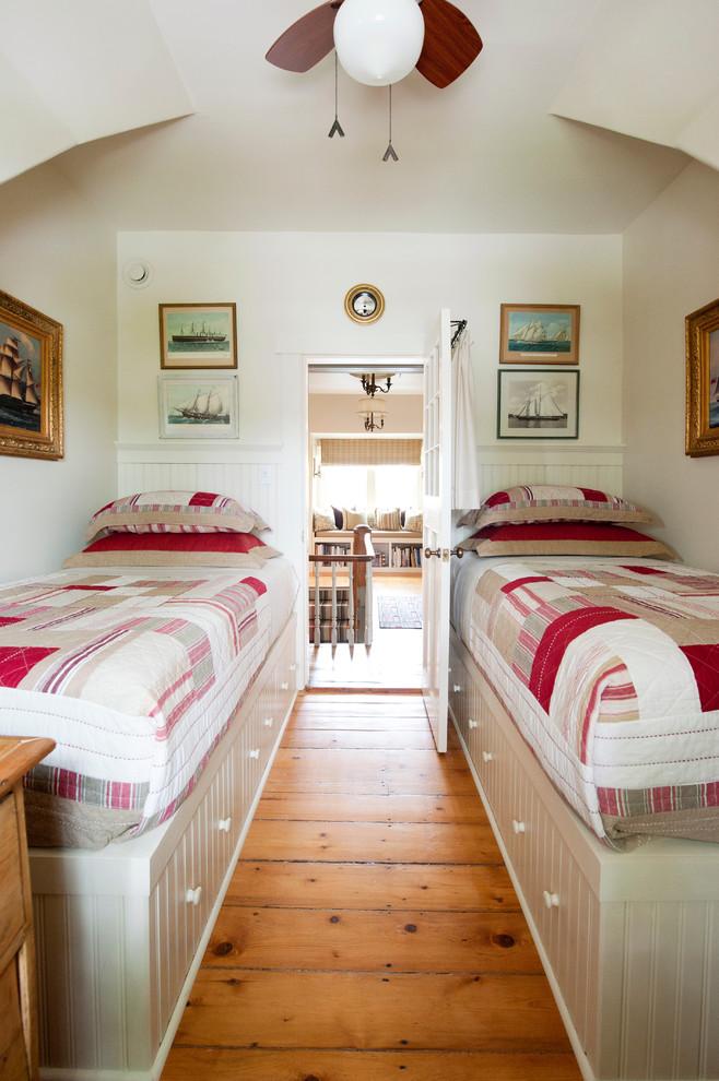 Практичные шкафчики в основаниях кроватей