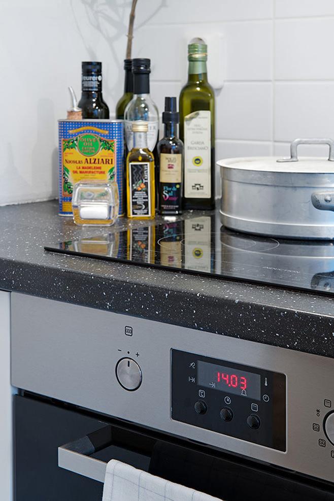 Плита на кухне маленькой квартиры в Готеборге