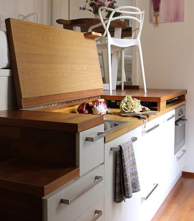 Кухня небольшой квартиры-студии в Милане
