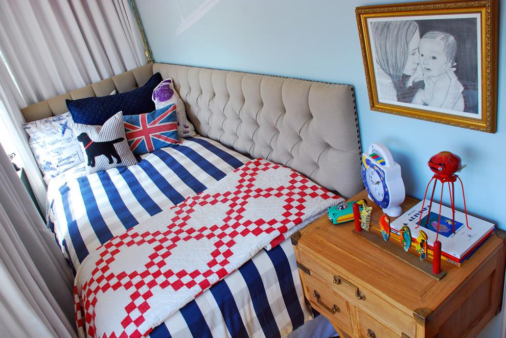 Картина над тумбочкой в спальне