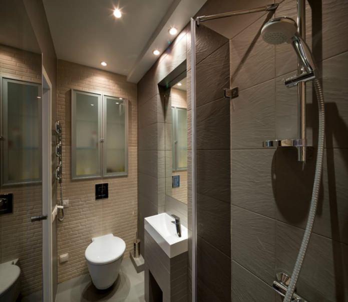 Ванная маленькой квартиры-студии в Киеве
