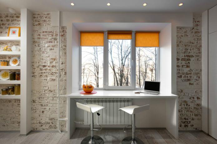 Кабинет у окна в маленькой квартире-студии