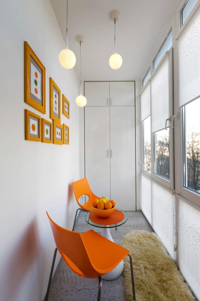 Балкон маленькой квартиры-студии в Киеве