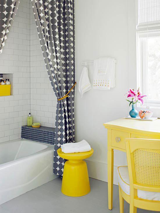 Жёлтые акценты в ванной