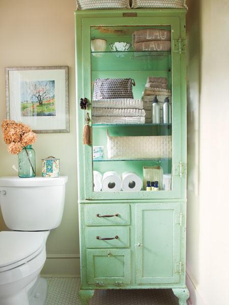 Винтажный шкаф в ванной