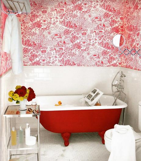 Красные акценты в оформлении ванной