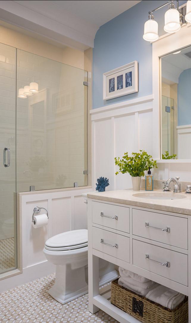 Корзина для полотенец в ванной