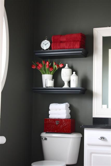 Чёрный и красный в оформлении ванной