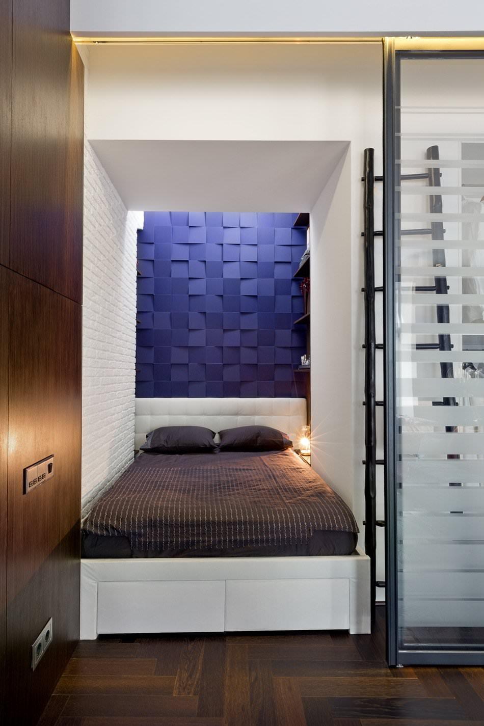 Спальня стильной квартиры-студии в Киеве