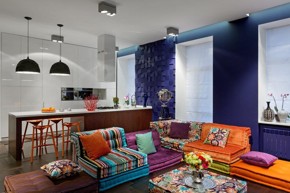 Кухня и гостиная стильной квартиры-студии в Киеве