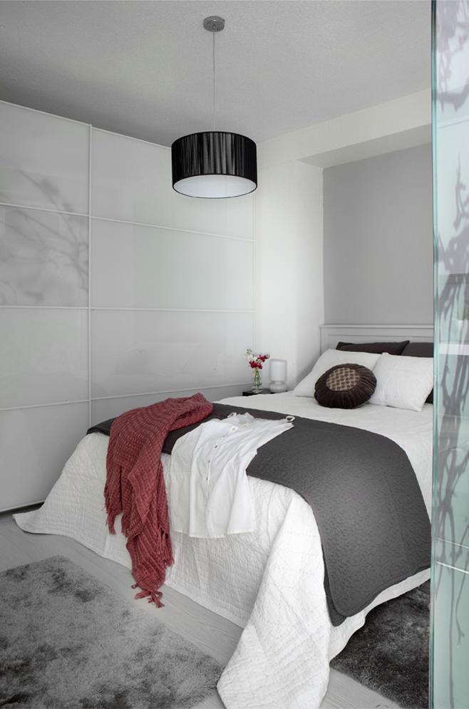 Спальня квартиры-студии в Испании