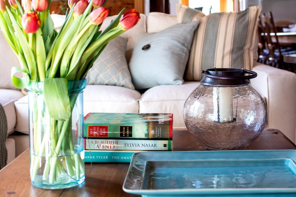 Букет тюльпанов в гостиной загородного дома от Enza Ricco