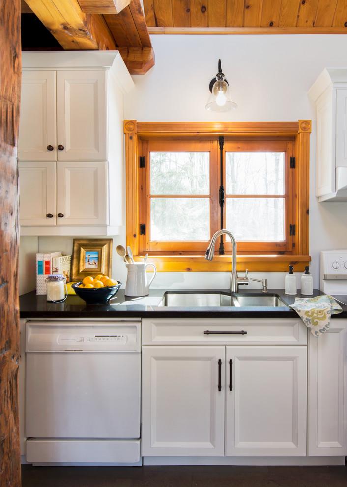 Интерьер кухни загородного дома от Enza Ricco