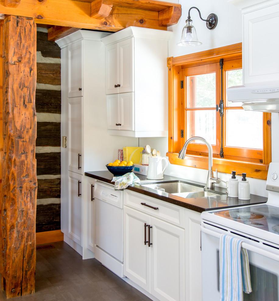 Кухня загородного дома от Enza Ricco