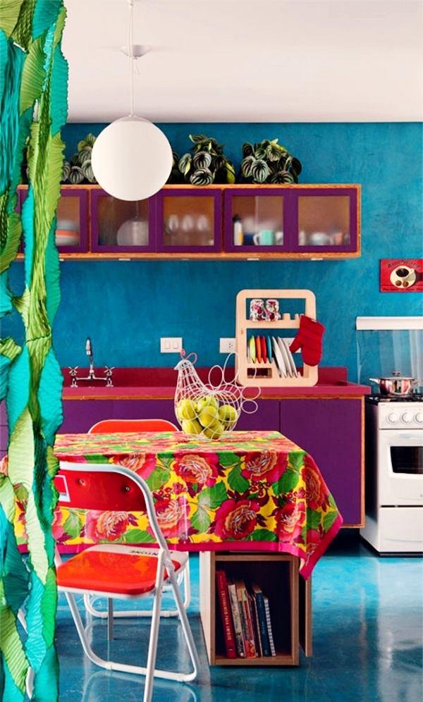 Интерьер кухни в ярких цветах