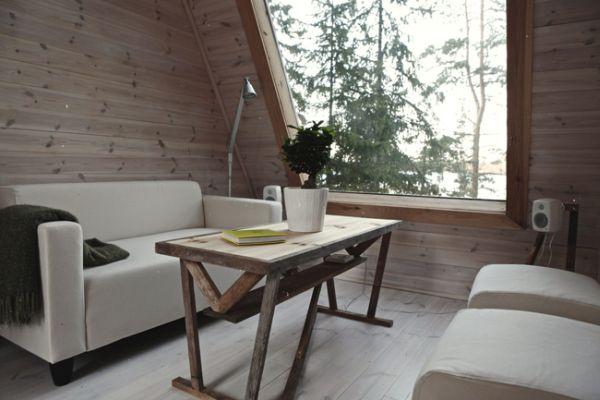 Интерьер маленького деревянного коттеджа