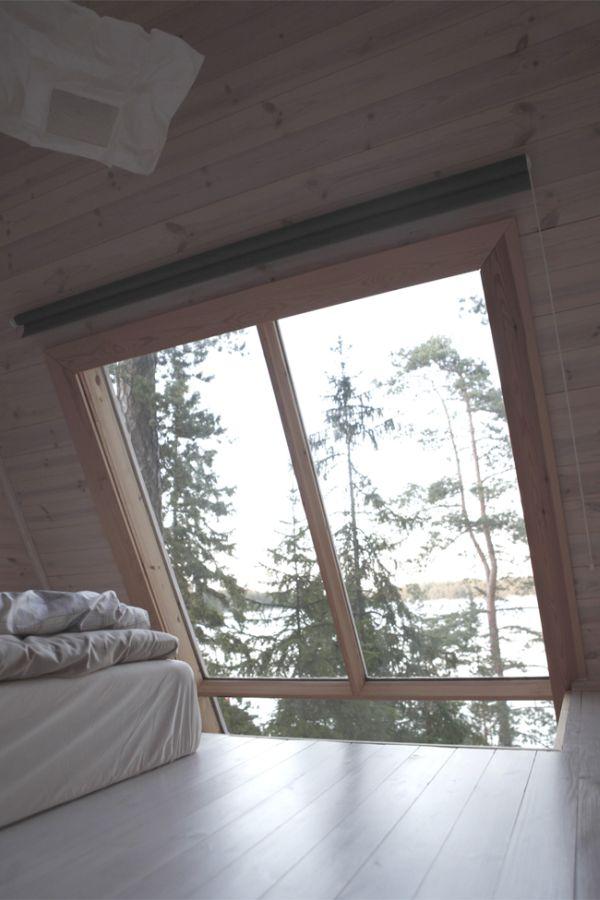 Мансардное окно в маленьком коттедже
