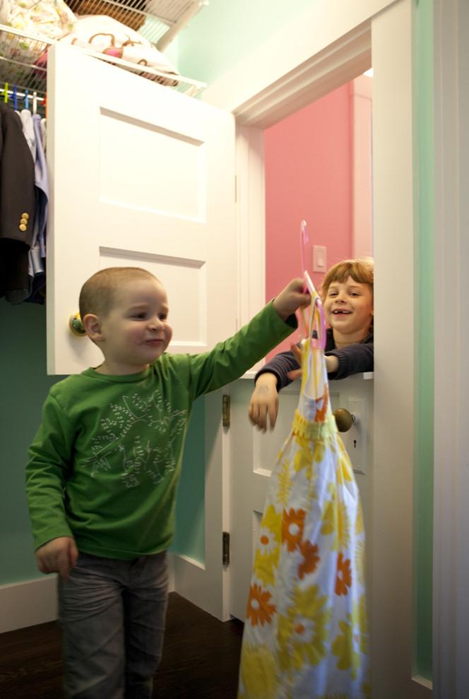 Голландская дверь в детской