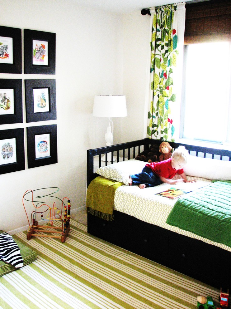 Кровать с выдвижными ящиками в детской