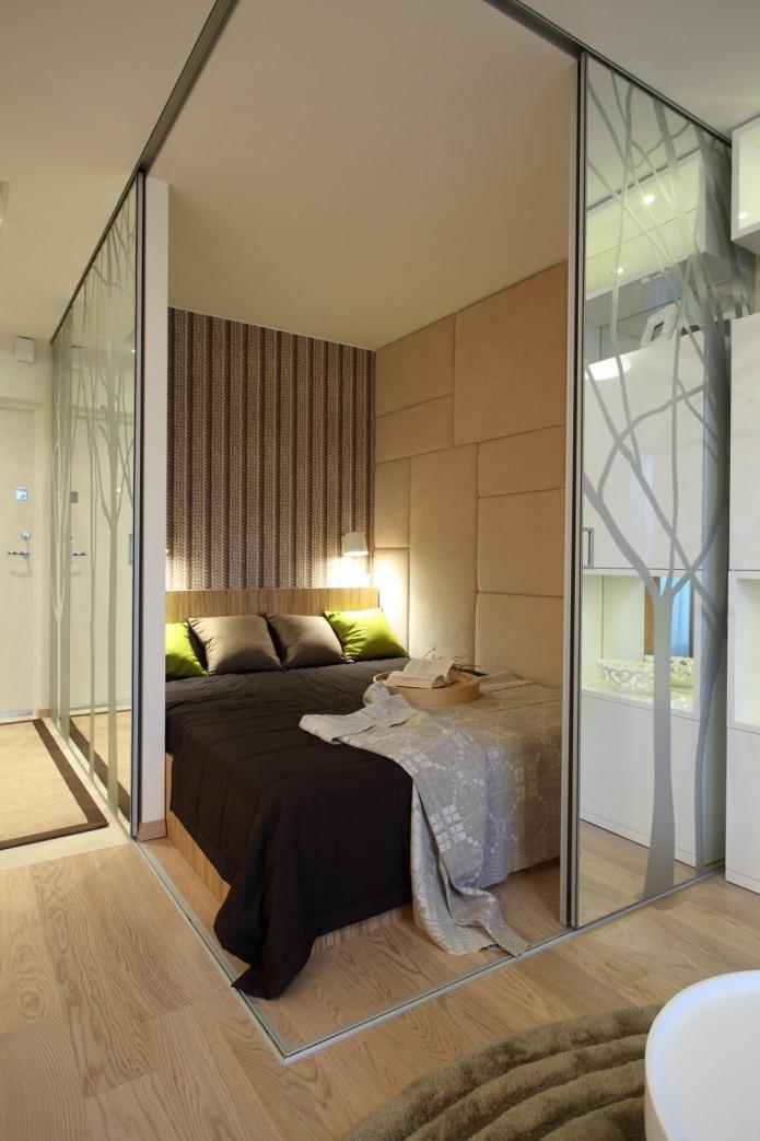 Спальня стильной однокомнатной квартиры