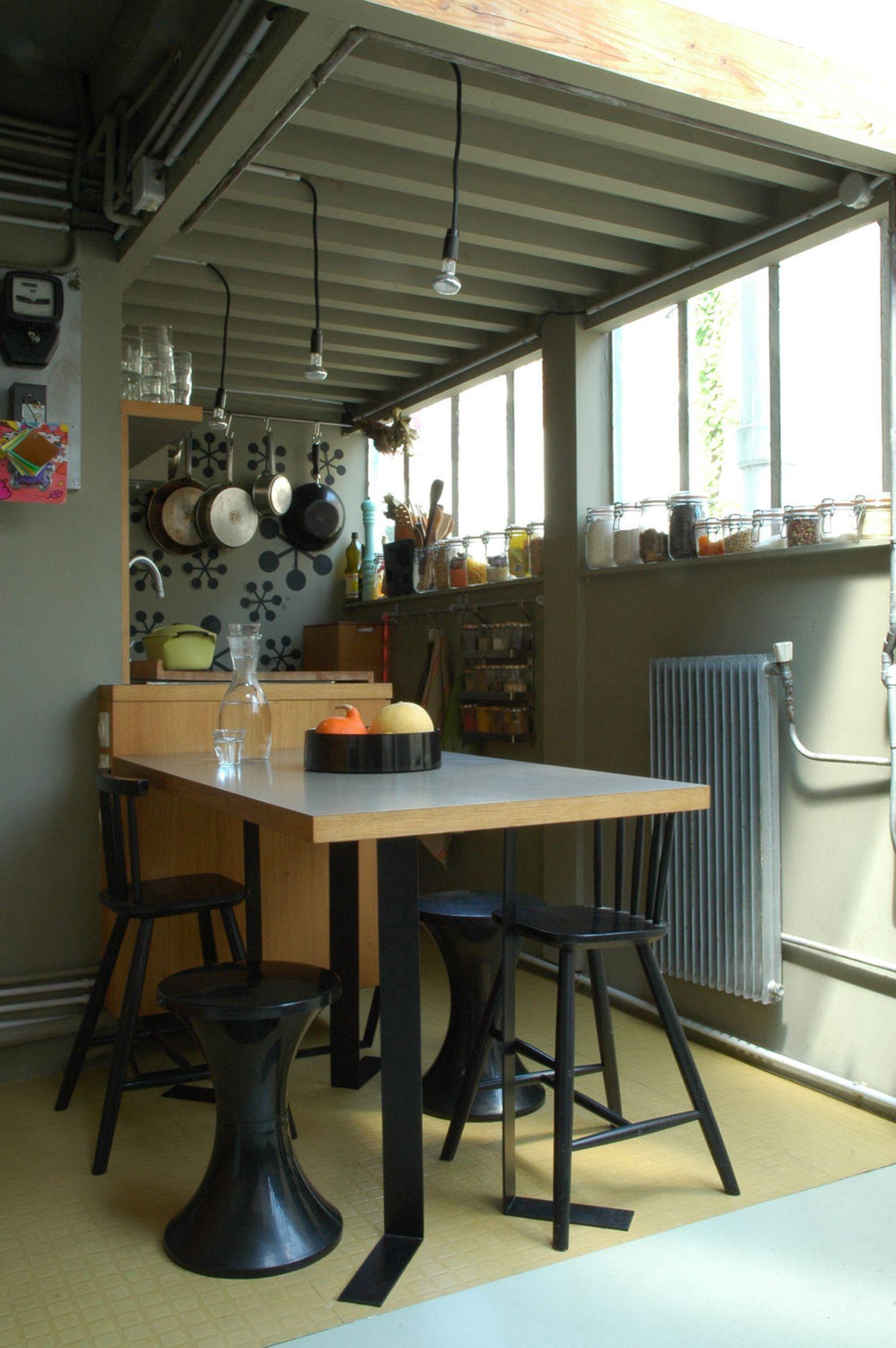 Дизайн маленькой кухни с обеденным столом