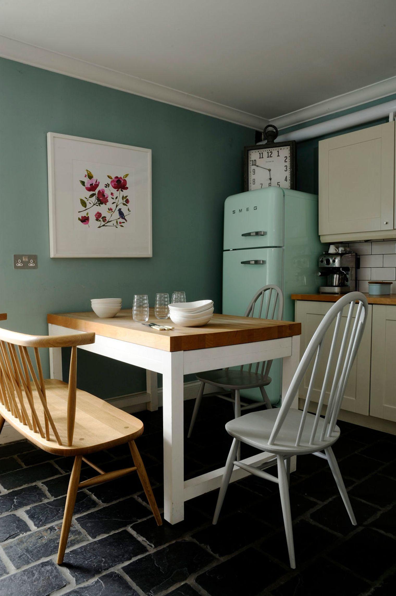 Дизайн маленькой кухни в пастельных тонах