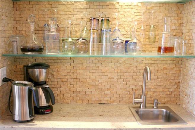 Стеклянная полка для посуды