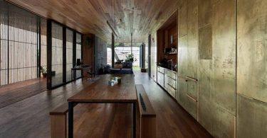 Недорогой дом из бетонных блоков с открытой планировкой внутреннего пространства