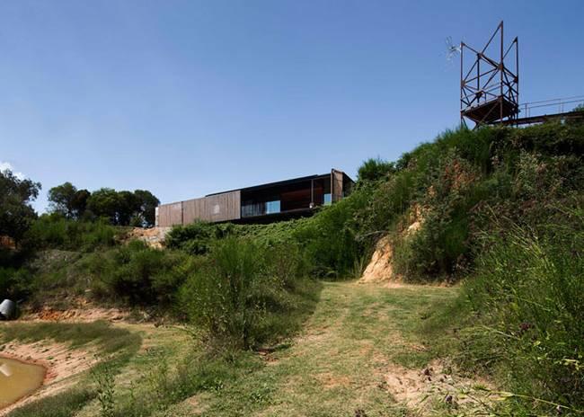 Недорогой дом из бетонных блоков. Бывшее здание пилорамы