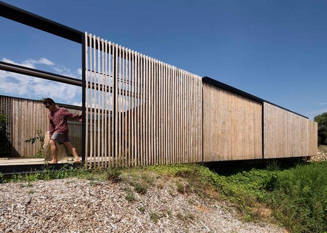 Недорогой дом из бетонных блоков. Дверь-ворота - фото 3