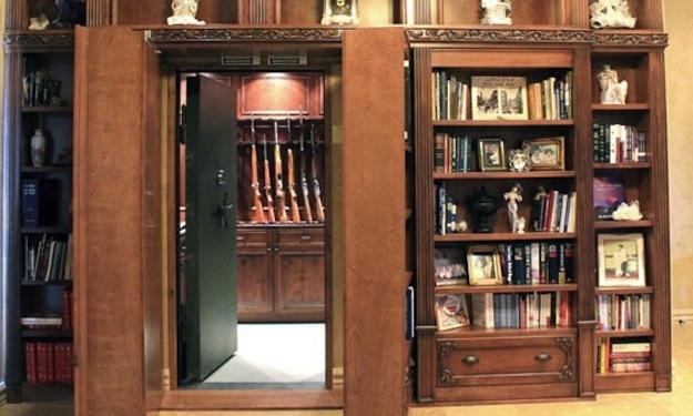 Скрытый ход в шкафу