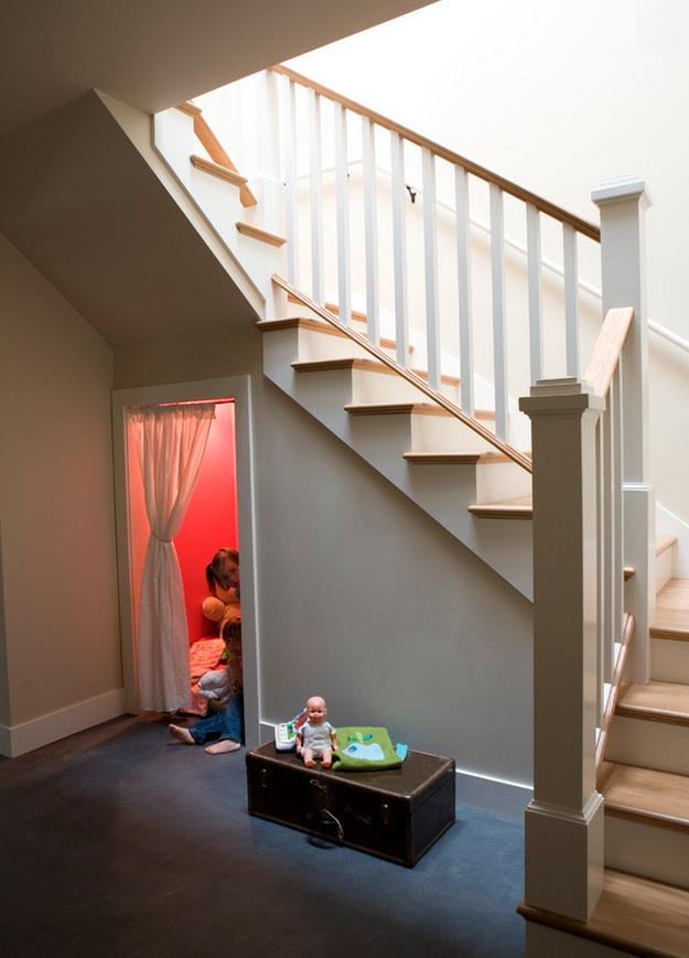 Игровая под лестницей